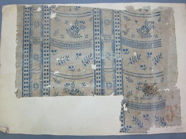 <em>Wallpaper Fragment</em>, 1790-1810. Paper, 22 x 17 in. (55.9 x 43.2 cm). Brooklyn Museum, Gift of Old Deerfield Fabrics Inc., 70.21.2 (Photo: Brooklyn Museum, CUR.70.21.2.jpg)
