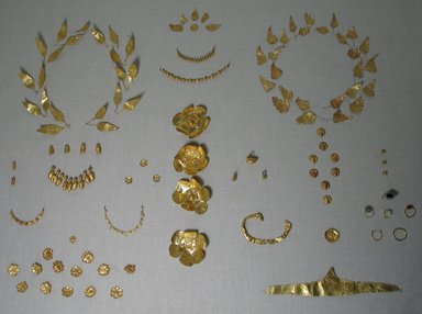 <em>Oak Leaf</em>, late 4th century B.C.E. Sheet gold, Leaf: 5/8 x 7/8 in. (1.6 x 2.2 cm). Brooklyn Museum, Gift of Mr. and Mrs. Thomas S. Brush, 71.79.149. Creative Commons-BY (Photo: , CUR.71.79.1-.180.jpg)