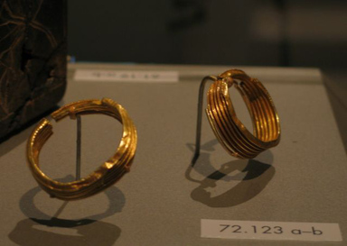 <em>Corrugated Hoops</em>, ca. 1539-1292 B.C.E. Gold, 72.123a: 1 5/8 x 1/2 x 1 7/16 in. (4.1 x 1.3 x 3.7 cm). Brooklyn Museum, Charles Edwin Wilbour Fund, 72.123a-b. Creative Commons-BY (Photo: Brooklyn Museum, CUR.72.123a-b_erg456.jpg)