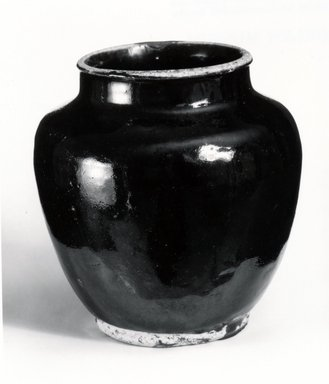 <em>Jar</em>, 15th-16th century. Honan ware, 6 3/8 x 5 3/4 in. (16.2 x 14.6 cm). Brooklyn Museum, Gift of Dr. Myron Arlen, 80.251.1. Creative Commons-BY (Photo: Brooklyn Museum, CUR.80.251.1_bw.jpg)