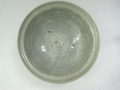 <em>Bowl</em>, 14th-15th century. Stoneware with olive-green glaze, 3 5/8 x 11 1/4 in. (9.2 x 28.6 cm). Brooklyn Museum, Gift of Dr. Jerome Krieger, 80.270.3. Creative Commons-BY (Photo: Brooklyn Museum, CUR.80.270.3_top.jpg)