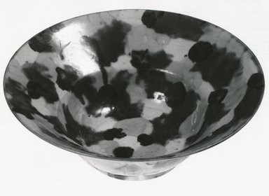 <em>Bowl</em>, 1662-1722. Porcelain with three-color (sancai) glaze, 2 11/16 x 7 5/16 in. (6.9 x 18.5 cm). Brooklyn Museum, Gift of Dr. John P. Lyden, 80.275.8. Creative Commons-BY (Photo: Brooklyn Museum, CUR.80.275.8_bw.jpg)
