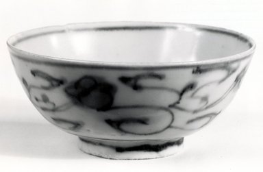 <em>Bowl</em>, 1368-1644. Ceramic, 1 7/8 x 4 3/8 in. (4.8 x 11.1 cm). Brooklyn Museum, Gift of Dr. Jerome Krieger, 81.289.22. Creative Commons-BY (Photo: Brooklyn Museum, CUR.81.289.22_bw.jpg)