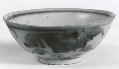 <em>Swatow Bowl</em>, 1368-1644. Ceramic, 1 7/8 x 4 7/8 in. (4.8 x 12.4 cm). Brooklyn Museum, Gift of Dr. Jerome Krieger, 81.289.23. Creative Commons-BY (Photo: Brooklyn Museum, CUR.81.289.23_bw.jpg)