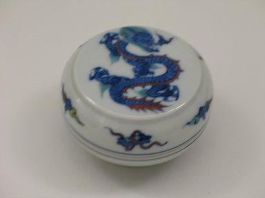 Kosai Makazu (Japanese, born 1927). <em>Kogo</em>, ca. 1965. Porcelain, 1 5/8 x 2 3/4 in. (4.1 x 7 cm). Brooklyn Museum, Gift of Martin Greenfield, 82.119.13. Creative Commons-BY (Photo: Brooklyn Museum, CUR.82.119.13_overall.jpg)