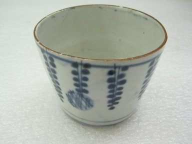 <em>Sauce Cup</em>, 18th-early 19th century. Porcelain, approx. 2 1/8 x 3 in. (5.4 x 7.6 cm). Brooklyn Museum, Gift of Dr. Henry J. Fischer, 82.175.10. Creative Commons-BY (Photo: Brooklyn Museum, CUR.82.175.10.jpg)