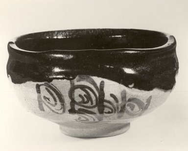 <em>Tea Bowl</em>, 20th century. Stoneware, Oribe ware, 2 5/8 x 4 3/4 in. (6.7 x 12.1 cm). Brooklyn Museum, Gift of Robert S. Anderson, 83.176.4. Creative Commons-BY (Photo: Brooklyn Museum, CUR.83.176.4_bw.jpg)