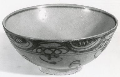 <em>Bowl</em>, 1368-1644. Stoneware, Swatow ware Brooklyn Museum, Gift of Dr. and Mrs. Jerome Krieger, 83.187.4. Creative Commons-BY (Photo: Brooklyn Museum, CUR.83.187.4_bw.jpg)