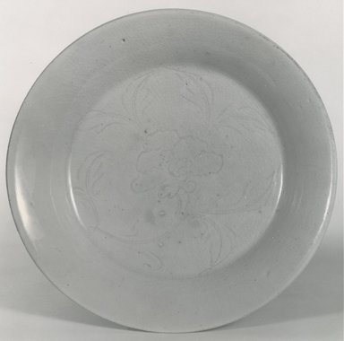 <em>Plate</em>, 1271-1368. Porcelain (or high-fired stoneware), 3/4 x 7 5/8 in. (1.9 x 19.4 cm). Brooklyn Museum, Gift of Dr. Ralph C. Marcove, 84.198.16. Creative Commons-BY (Photo: Brooklyn Museum, CUR.84.198.16_bw.jpg)