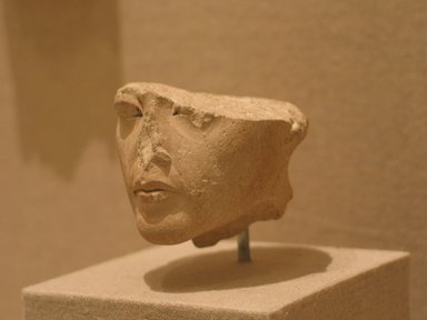 <em>Royal Head</em>, ca. 1352-1332 B.C.E. Limestone, pigment, 1 3/4 x 2 1/16 x 2 7/16 in. (4.5 x 5.2 x 6.2 cm). Brooklyn Museum, Gift of the Ernest Erickson Foundation, Inc., 86.226.20. Creative Commons-BY (Photo: Brooklyn Museum, CUR.86.226.20_wwg7.jpg)