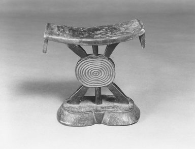 Shona. <em>Headrest</em>, late 19th-early 20th century. Wood, 6 3/4 x 6 1/8in. (17.1 x 15.6cm). Brooklyn Museum, Brooklyn Museum Collection, X775. Creative Commons-BY (Photo: Brooklyn Museum, CUR.X775_print_bw.jpg)