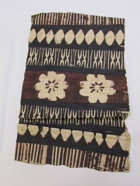 Fijian. <em>Tapa (Masi)</em>. Barkcloth, pigment, 14 × 21 1/4 in. (35.5 × 54 cm). Brooklyn Museum, Brooklyn Museum Collection, X975.7. Creative Commons-BY (Photo: , CUR.X975.7_overall.jpg)