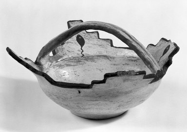 She-we-na (Zuni Pueblo). <em>Prayer Meal Bowl</em>, late 19th century. Clay, pigment, 5 x 9 in. (12.7 x 22.8 cm). Brooklyn Museum, Brooklyn Museum Collection, X922.1. Creative Commons-BY (Photo: Brooklyn Museum, X922.1_bw.jpg)