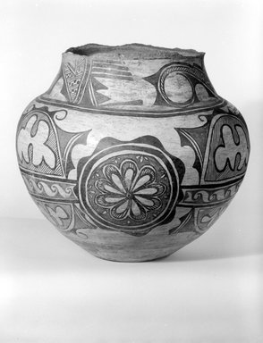 She-we-na (Zuni Pueblo). <em>Large Storage Jar</em>, late 19th-early 20th century. Clay, paint, 11 3/4 x 12 1/2 x 12 1/2in. (29.8 x 31.8 x 31.8cm). Brooklyn Museum, Brooklyn Museum Collection, X949.1. Creative Commons-BY (Photo: Brooklyn Museum, x949.1_bw.jpg)