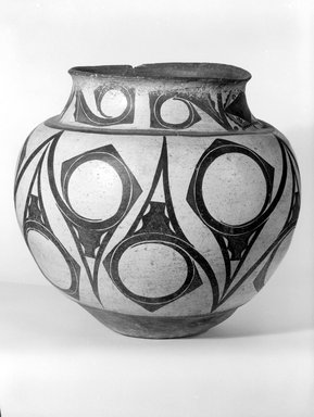 She-we-na (Zuni Pueblo). <em>Large Storage Jar</em>, late 19th-early 20th century. Clay, slip, 12 x 13 x 13in. (30.5 x 33 x 33cm). Brooklyn Museum, Brooklyn Museum Collection, X949.2. Creative Commons-BY (Photo: Brooklyn Museum, x949.2_bw.jpg)