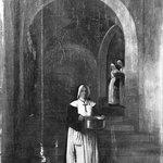 Nuns Going to Distribute Food (Religieuses allant distribuer des vivres, intérieur)