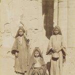 Filles Arabe Porteusse dEau
