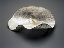 So, Jin-Sook (Korean, born 1950). <em>Flower</em>, 2000. Steel mesh and thread with painted and electroplated gold and silver decoration, 2 1/2 x 9 x 6 in.  (6.4 x 22.9 x 15.2 cm). Brooklyn Museum, Anonymous gift in honor of Amy G. Poster, 2001.49.1. © artist or artist's estate (Photo: Brooklyn Museum, 2001.49.1_transp5015.jpg)