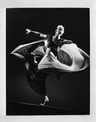 Gjon Mili (American, 1904-1984). <em>Martha Graham</em>, ca. 1942. Photograph, 10 1/2 × 13 1/2 in. (26.7 × 34.3 cm). Brooklyn Museum, Frederick Loeser Fund, 42.306. © artist or artist's estate (Photo: Brooklyn Museum, 42.306_acetate_bw.jpg)