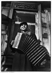 "Margaret Bourke-White (American, 1904-1971). <em>Accordian Player from ""Russian Photographs,""</em> ca. 1930-1931. Gelatin silver photograph, image/sheet: 9 1/4 x 13 in. (23.5 x 33 cm). Brooklyn Museum, Gift of Samuel Goldberg in memory of his parents, Sophie and Jacob Goldberg, and his brother, Hyman Goldberg, 79.299.5. © artist or artist's estate (Photo: Brooklyn Museum, 79.299.5_bw.jpg)"