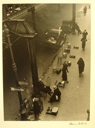 Aaron Siskind (American, 1903-1991). <em>Street Scene 4</em>, ca. 1937. Gelatin silver photograph, Sheet: 13 7/8 x 10 7/8 in. Brooklyn Museum, Gift of Dr. Daryoush Houshmand, 1989.193.13. © artist or artist's estate (Photo: Brooklyn Museum, CUR.1989.193.13.jpg)