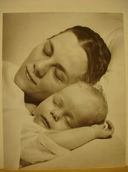 Paul Wall (American). <em>Mother and Child</em>. Photograph Brooklyn Museum, Gift of the artist, 40.568 (Photo: Brooklyn Museum, CUR.40.568.jpg)